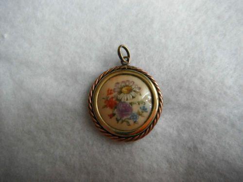 Ancien-pendentif-en-plaque-or-et-porcelaine-emaillee-de-Limoges