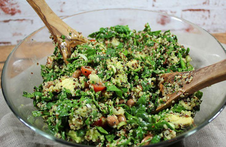 Quinoa ist ein wahrer Alleskönner. Bei diesem Rezept liefert Quinoa neben frischem Spinat die Basis für einen leckeren glutenfreien & veganen Salat.
