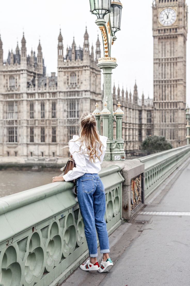 Playing tourist in London | Streetstyle: Mavi jeans, Gucci sneaker & bamboo bah, ruffle blouse #ohhcouture #london #leoniehanne