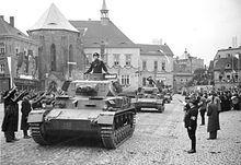 Centrum Chomutova s přehlídkou nacistických obrněných jednotek po obsazení Sudet
