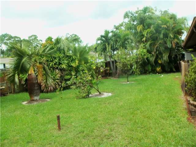 3/2/2 Pool Home w/ Tropical Paradise yard. Huge Covered lanai with kitchen pass thru. Formal LR/DR and Family Room with a fire place. Cabana Bath Door for convienence. Front Courtyard Garage. Lots of Fruit Trees. Needs little TLC to make new again but this paradise is worth it. Split Plan.