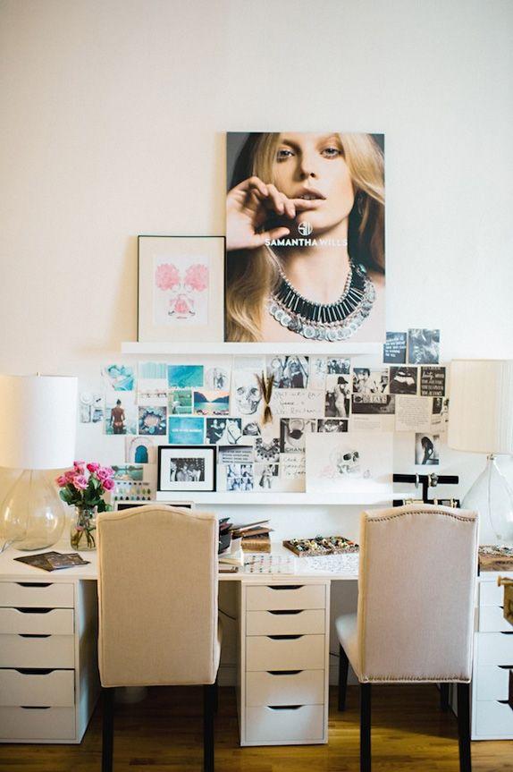 blogging. time management. beautiful desk.