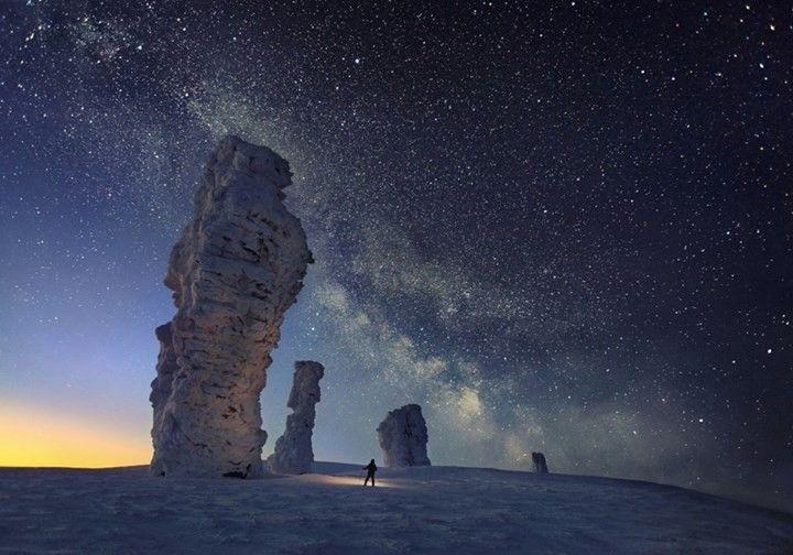 Uma boa noite com a Via Láctea ao longo do norte dos Urais, Rússia.