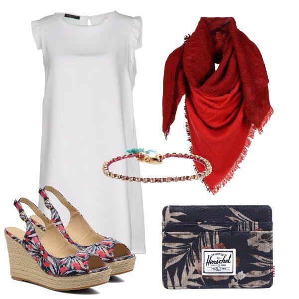 Il vestito bianco, con piccole ruches è ravvivato dal foulard scarlatto nelle serate fresche, accompagnato dalle zeppe colorate, la pochette con disegni tropicali e illuminato dal braccialetto.