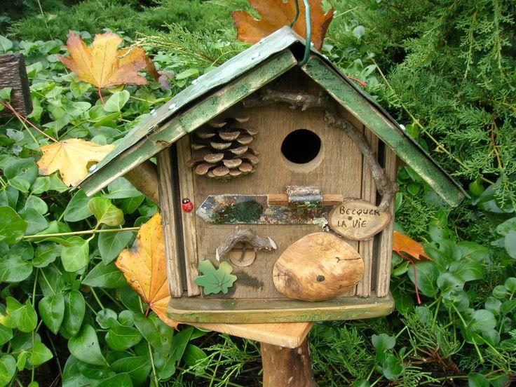 Les 25 meilleures id es de la cat gorie nichoirs rustiques for Decoration jardin rustique