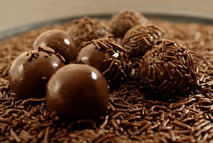 diverse praline al cioccolato