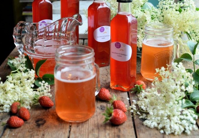 Lavender and Lovage | Magical Midsummer's Eve: Elderflower and Strawberry Cordial/Syrup | http://www.lavenderandlovage.com Elderflower = flores de sauco