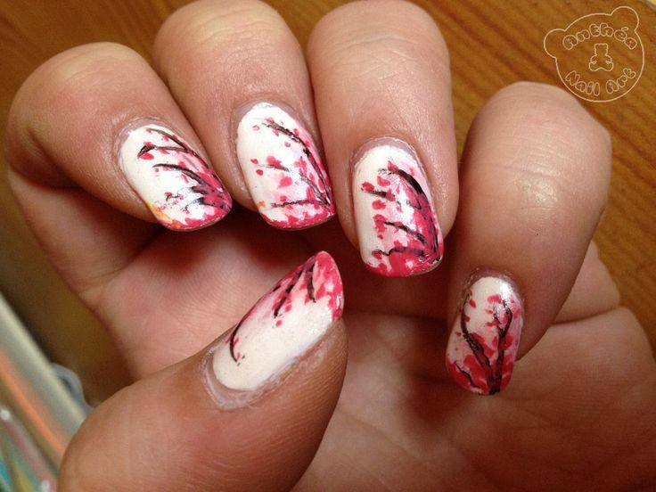 Une reproduction d'un nail art de Robin Moses Nail Art que j'adore  Plus d'infos sur le blog : http://anthea-nail-art.over-blog.com/2013/12/branches-de-cerisier-en-fleur.html