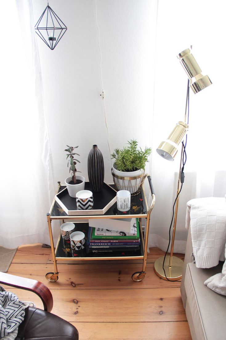 Vintage: Teewagen/Servierwagen in Gold mit Stehlampe