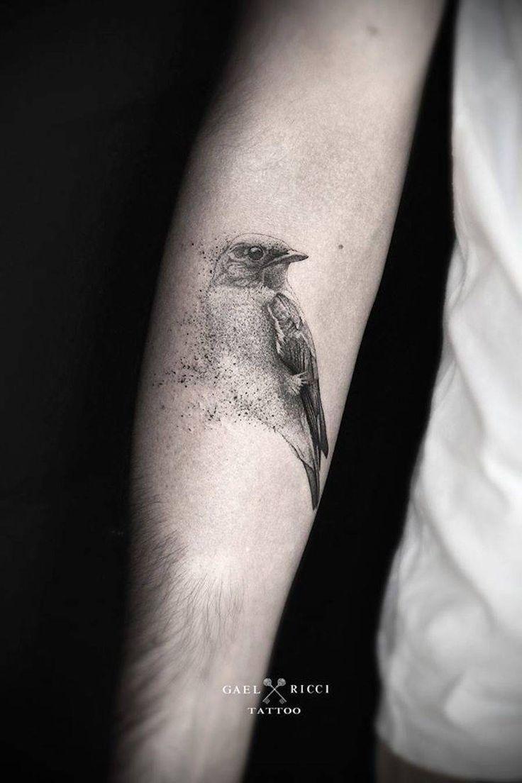 Gael Ricci est un tatoueur et artiste peintre, exerçant au salon « Gael Ricci Tattoo » à Sainte-Maxime (France).