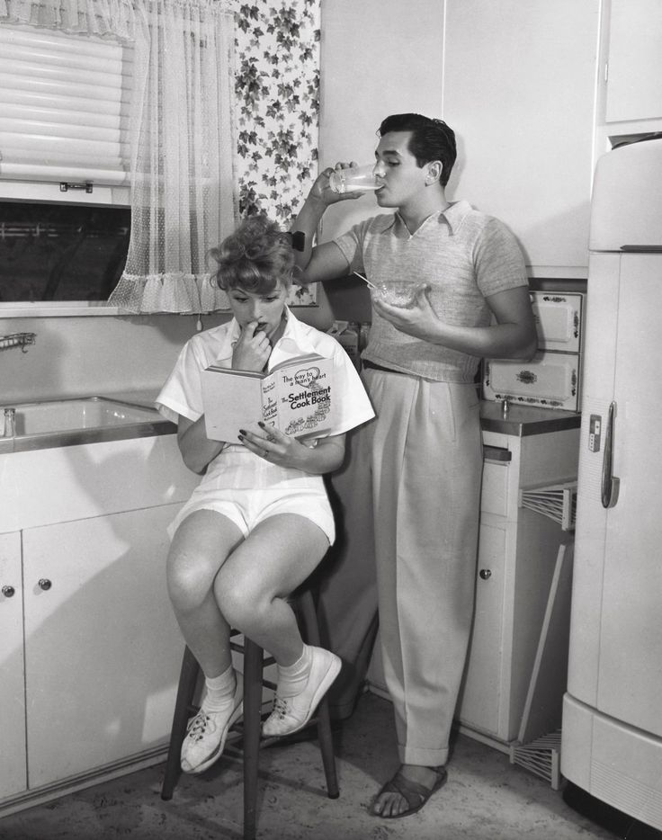 Newlyweds Lucille Ball and Desi Arnaz, 1940s Love this, gosh times look so much happier then