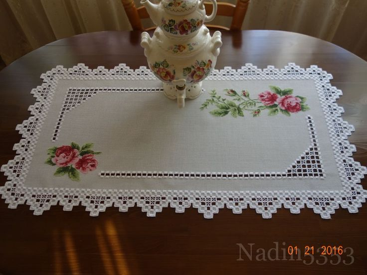 Очень люблю сочетание вышивки крестом и хардангера, салфетка на обеденный стол, размер 90/50, плод...