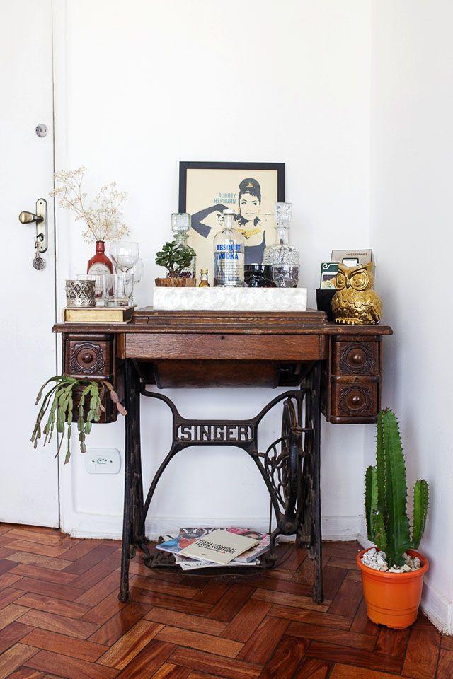 Jeitos de usar uma mesa de m quina de costura antiga na - Mesas para costura ...