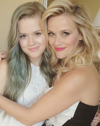 Like mother, like daughter! Reese Witherspoon showed off her beautiful, 15-year-old daughter Ava Phillippe on Thursday, April 30, sharing a stunning picture via Instagram of the pair of them getting ready for the Los Angeles premiere of Hot Pursuit.