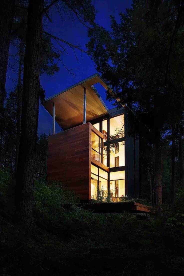 Дом в лесу близ города Квебек, Канада