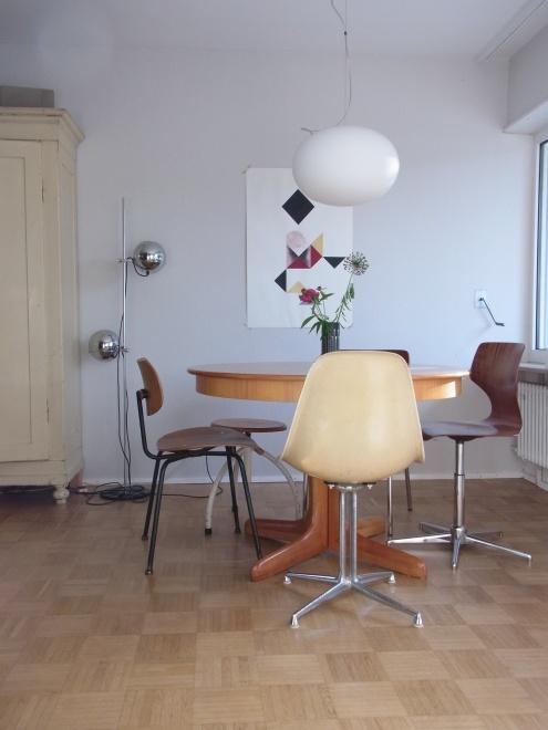 4.JUNI, Tags Designklassiker + DIY Bild + Eames mit La Fonda Base + Dreieck + Runder Eßtisch + Egon Eiermann Stuhl + Kirschholz Tisch