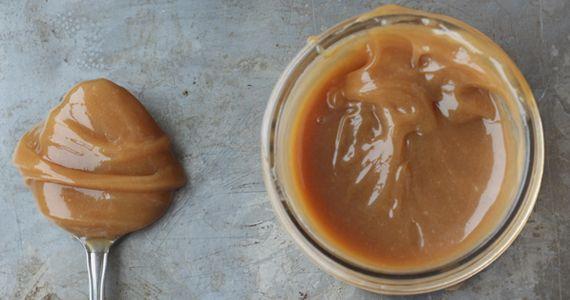 Recette grand-mère de caramel à tartiner.  http://rienquedugratuit.ca/blogue/recette-grand-mere-de-caramel-a-tartiner/