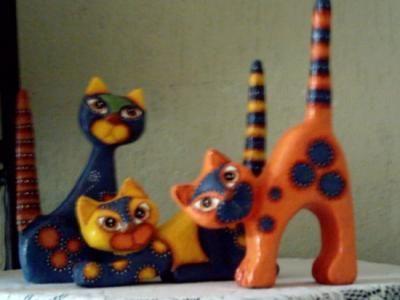 figura de gato tallada en icopor, forrada con papel mache, estuco plástico y pintada con acrilicos. figura icopor,papel mache,acrilicos tall...