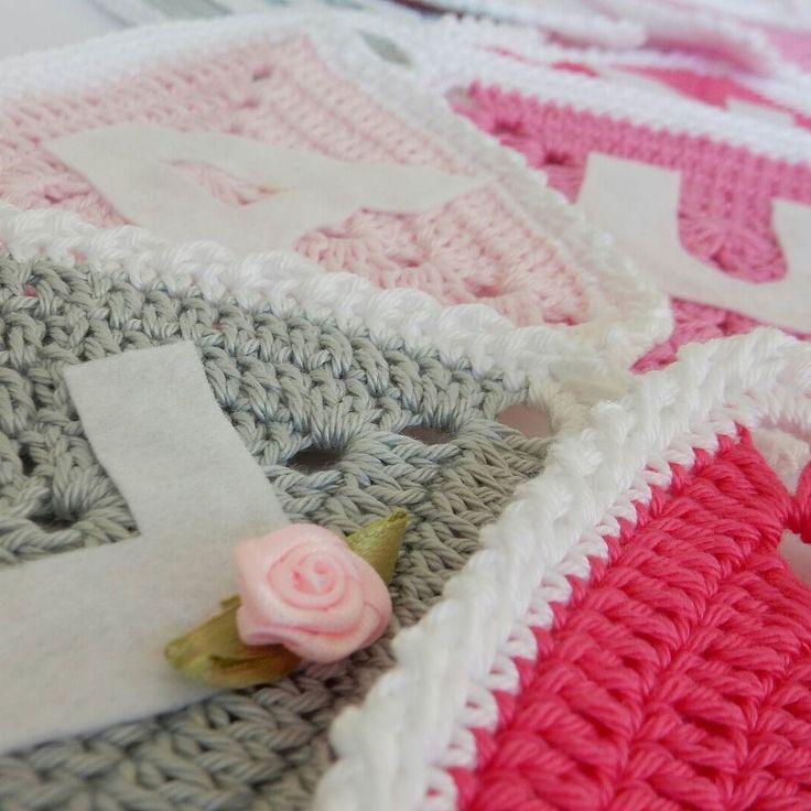 It's a girl! Cadeautje gemaakt voor een pasgeboren meisje  #haken #crochet #virka #haekeln #virkning #hekle #by_Door1 #ganchillo #uncinetto #mormorsrutor #instacrochet by by_door1