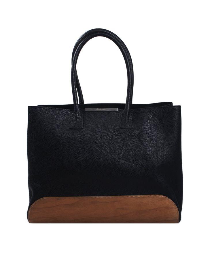 Borsa shopping NEIL BARRETT in pelle colore nero e fondo in legno, MADE IN ITALY, interno scamosciato con tasca a zip, manici, piedini appoggio.