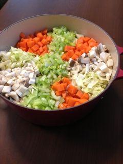 楽天が運営する楽天レシピ。ユーザーさんが投稿した「体調改善!デトックススープ♩」のレシピページです。毎日飽きずに続けられるシンプルな野菜スープですお通じがよくなり、冷えも改善されます産前産後のママさんにもお勧めです☆。デトックススープ。にんじん,たまねぎ,セロリ,キャベツ,エリンギ,トマト缶