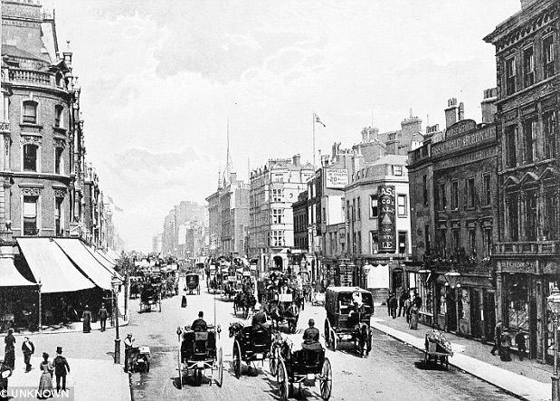 Oxford Street in the 1890s; Marshall & Snelgrove is on the left, on the corner of Vere Street. It merged with Debenhams in 1919, and the building has since been re-built.