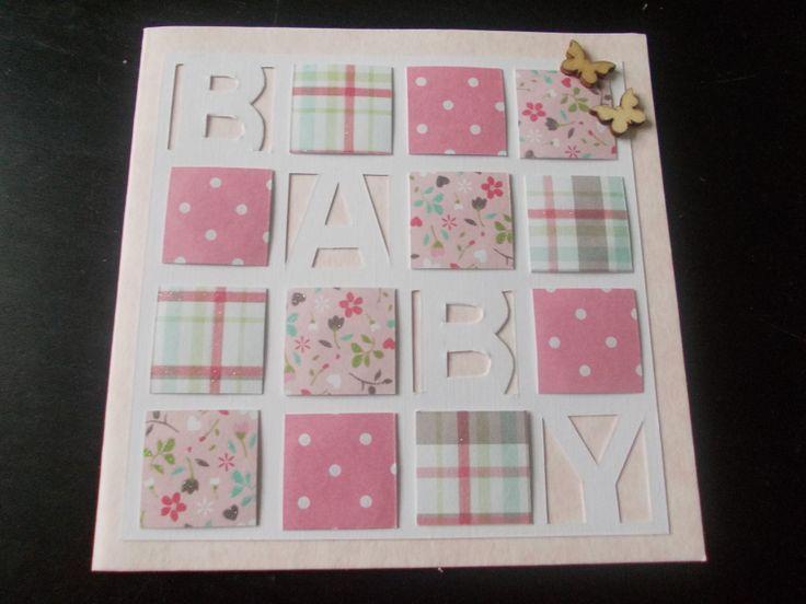 Baby kaart / meisje. De witte letters zijn uit een witte vierkante kaart gesneden, gekleurde vlakken erbij opgeplakt. De vlinders gekocht bij de Xenos.