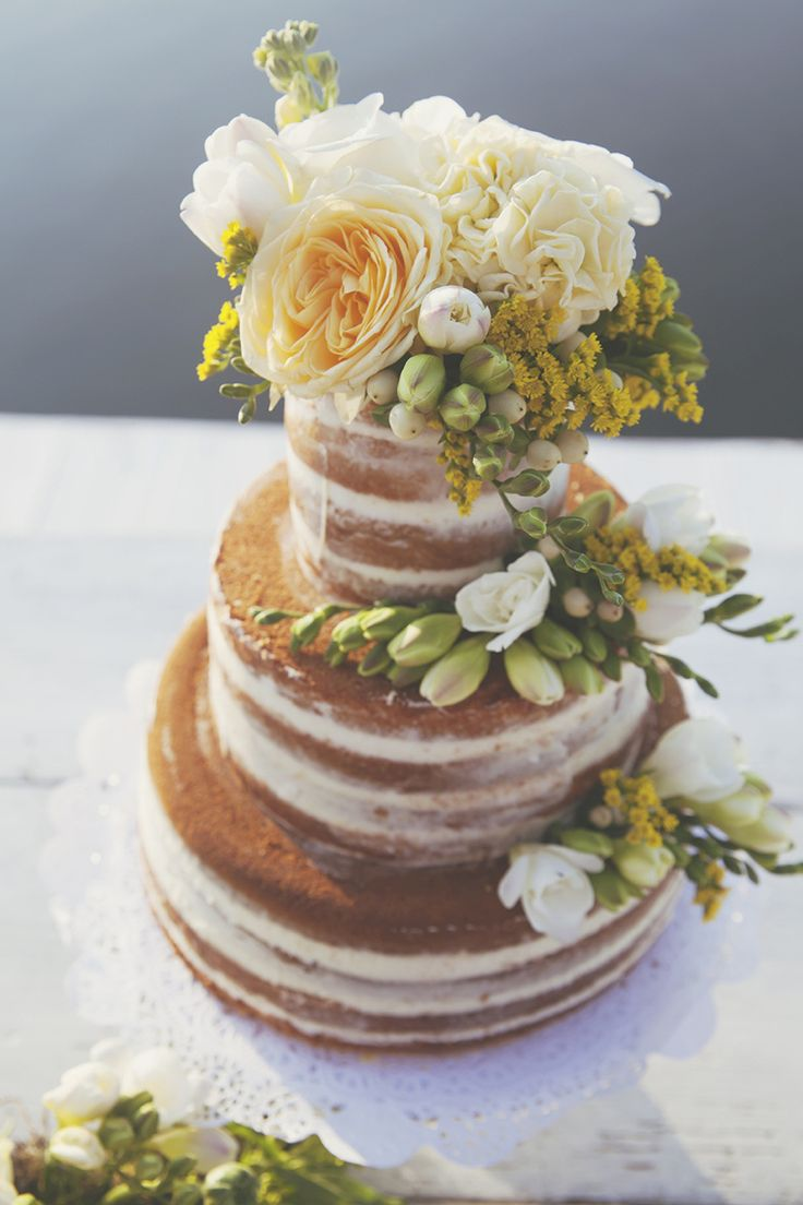 Naked Cake Layer Flowers Sponge Natural Yellow Green Lake Wedding Ideas Italy http://www.tizianagallo.it/