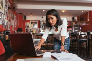 Studie belegt: Frauen gründen ihr eigenes Business, um gläserne Decke zu durchbrechen