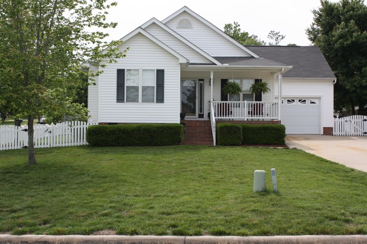 17 best images about front yard landscape on pinterest for Help me landscape my front yard