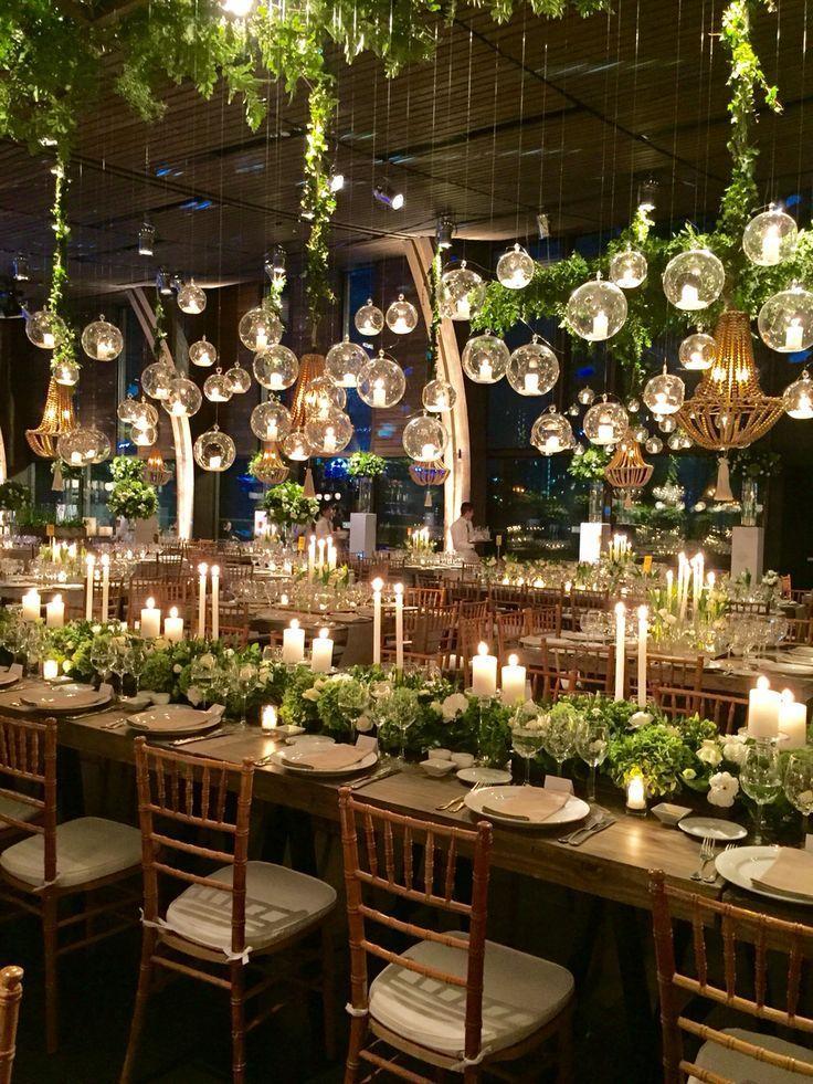 Tischdekoration mit Lichterkette