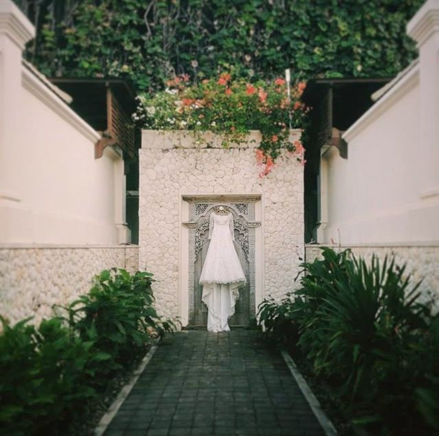 Every wedding day should be truly magical and filled with precious memories to last a lifetime. Book your Bali Accomodation with us at www.theroyalsantrian.com Luxury Beach Villa, Tanjung Benoa Bali,Indonesia