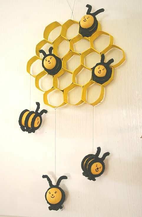 Ruche et abeilles avec des boîtes Kinder
