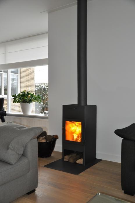 Moderne robuuste vrijstaande kachel met vloerplaat | Profires partner Jos Harm · inspiratie voor sfeerverwarming