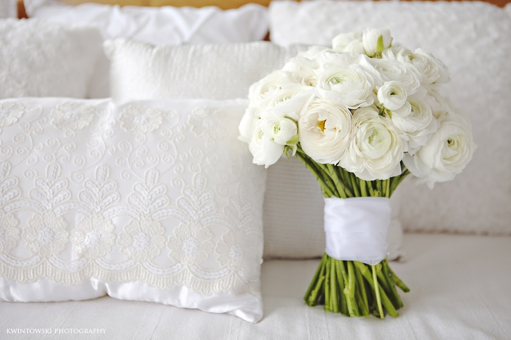 Kwintowski Photography  B Sweet Flowers  white+white weddings and events