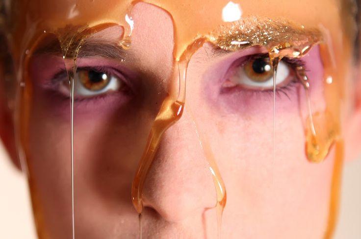 Cilt Lekeleri için doğal çözümler Hazırlanan bitkisel ilaçlar cilde sürülmeden önce kaşınan yer ılık su ile pansuman yapılmalıdır. ...