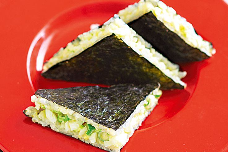 Sushi sandwiches - You don't need to get out the rolling mat with this clever sandwich style version http://www.taste.com.au/recipes/28838/sushi+sandwiches