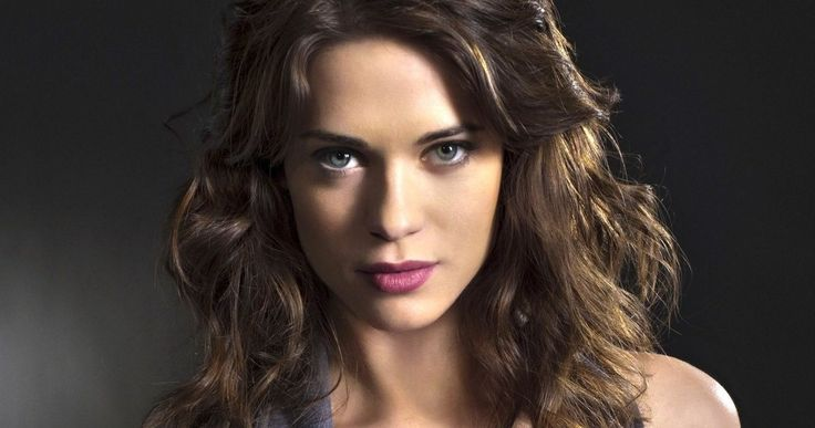 'Marvel's Agent Carter' Adds 'Nikita' Star Lyndsy Fonseca -- Lyndsy Fonseca will play aspiring actress Angie Martinelli, who befriends Hayley Atwell's Peggy Carter in ABC's 'Marvel's Agent Carter'. -- http://www.movieweb.com/agent-carter-tv-show-cast-lyndsy-fonseca