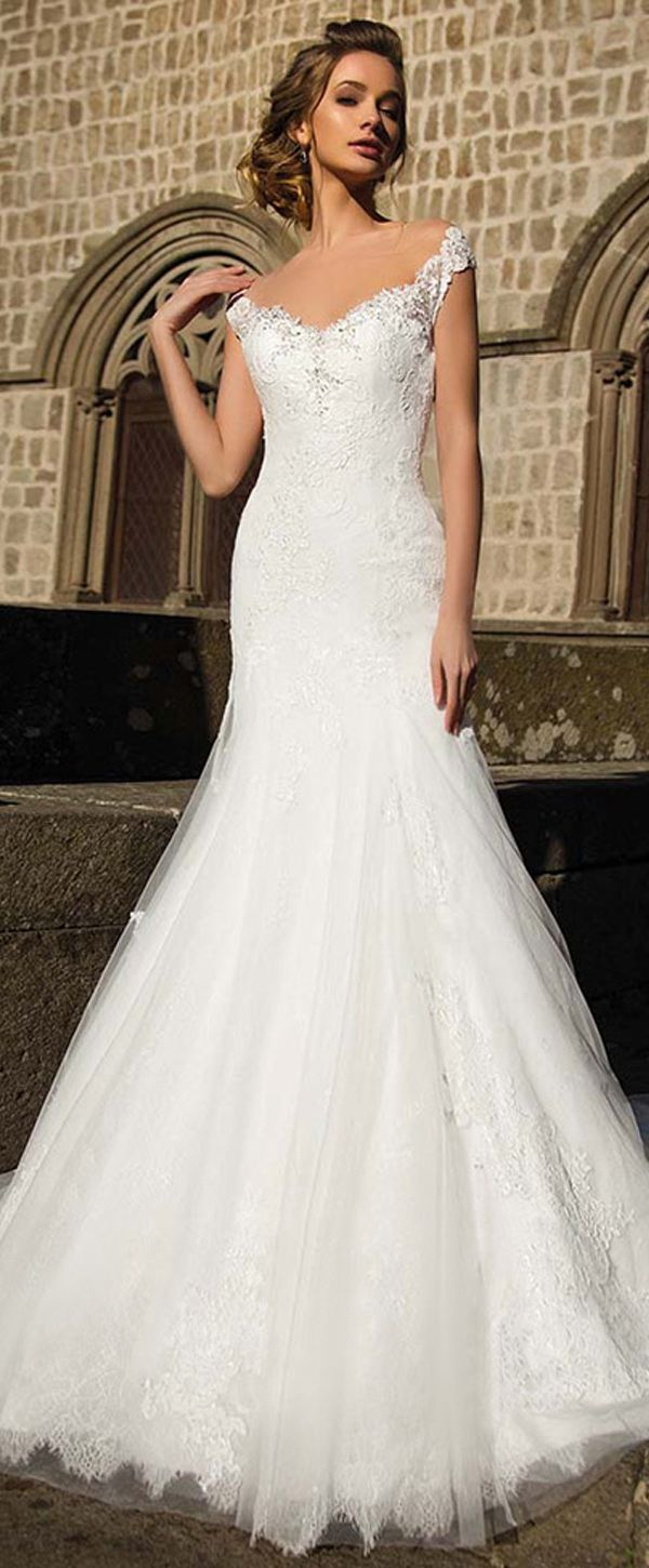 Gorgeous Tulle & Lace V-neck Neckline Mermaid Wedding Dress With Lace Appliques & Beadings