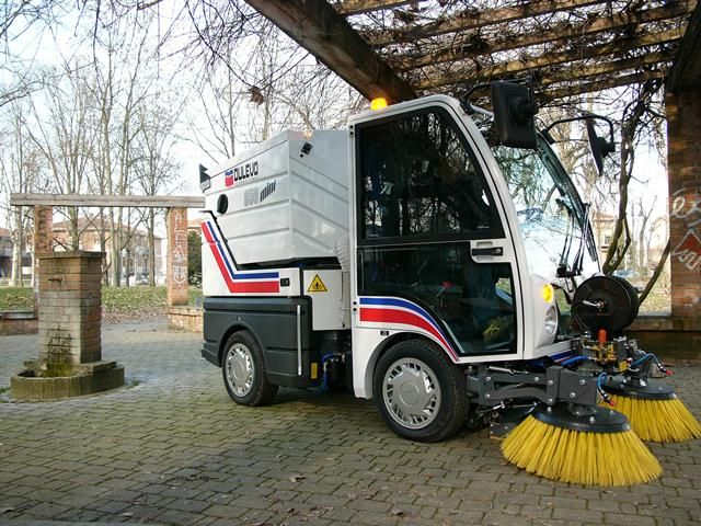 Road Sweeper Truck ♥ Loved and pinned by www.raymaxequipment.com