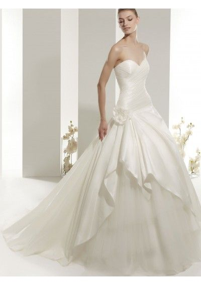 Taffeta and tulle sweetheart neckline strapless ruched for Sweetheart neckline ruched bodice wedding dress