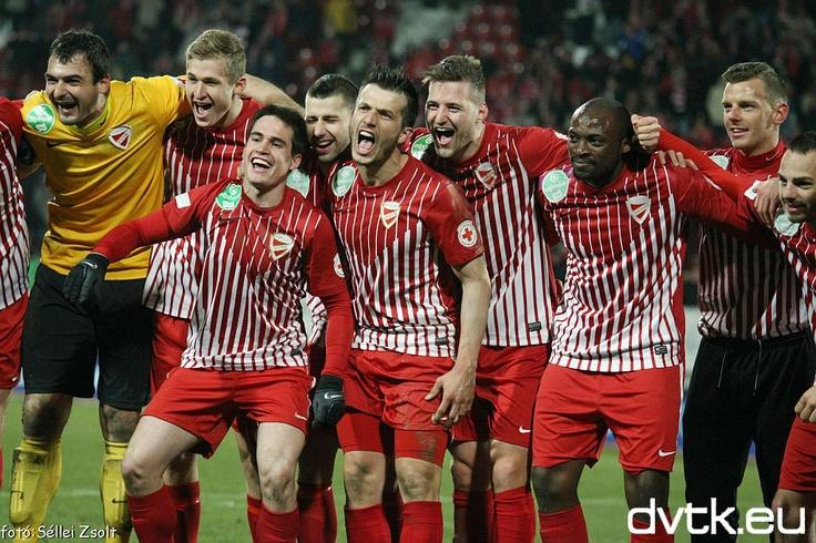 Volt oka örülni a DVTK játékosainak a Videoton elleni mérkőzés után  DVTK - Videoton 2-1 (2-0) Gólszerző: Luque (1-0) a 10., Fernando (2-0) a 22., Nikolics (2-1) a 80. percben