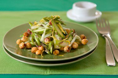 Asparagus and fennel salad with lemon and hazelnuts – Recipes – Bite