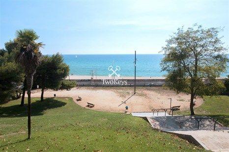 Wonderful duplex penthouse for sale in the Masnou area.    More info >> http://qoo.ly/jfbay  www.twokeys.es   info@twokeys.es   ☎ 936 39 52 94