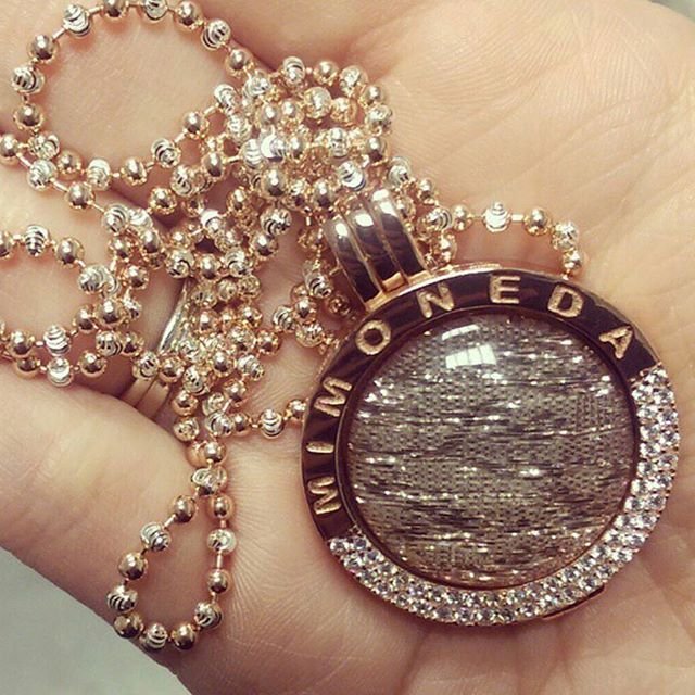 Has a coin, chain and carrier set ever looked this good ❤️? We think not! Start building your @MiMonedaIreland collection now! #MiMoneda #MyCoin #FieldsJewellers #Moneda #Coin