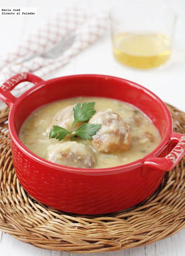 Receta de albóndigas de merluza en salsa de vino blanco