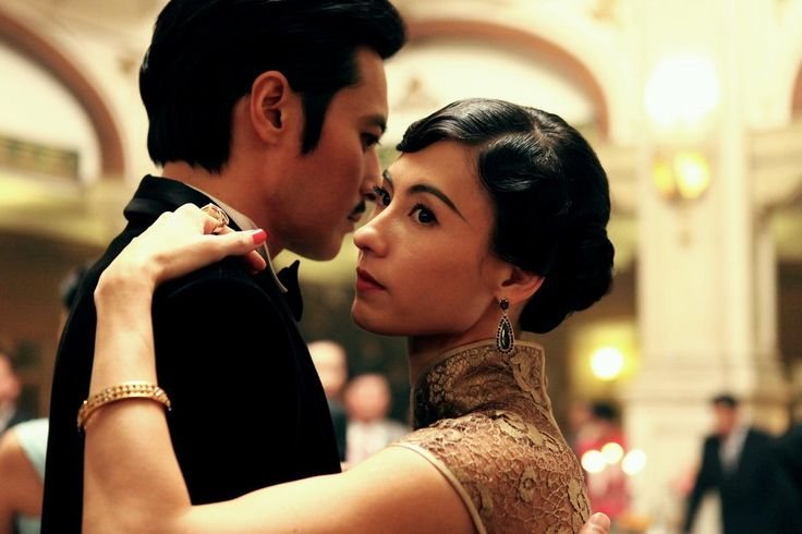 Still of Cecilia Cheung and Dong-gun Jang in Dangerous Liaisons (2012) http://www.movpins.com/dHQyMDcxNDQx/dangerous-liaisons-(2012)/still-465481472