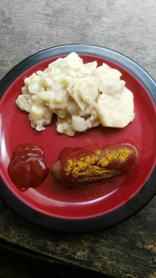It is monday, time for my lunch. Typisch German Bratwurst ( sausages )(pork ) with potatosalat. Fill up your stomach . You not will frei hungry after es ging this. Do you want ?  Daily availible without order in advance. Try it for only 48.000 Rp ( delivery not included ) Wa : 0812 9418 4369 #Bratwurst #sausages #potatosalat #germanfood #tradicionalgermanfood