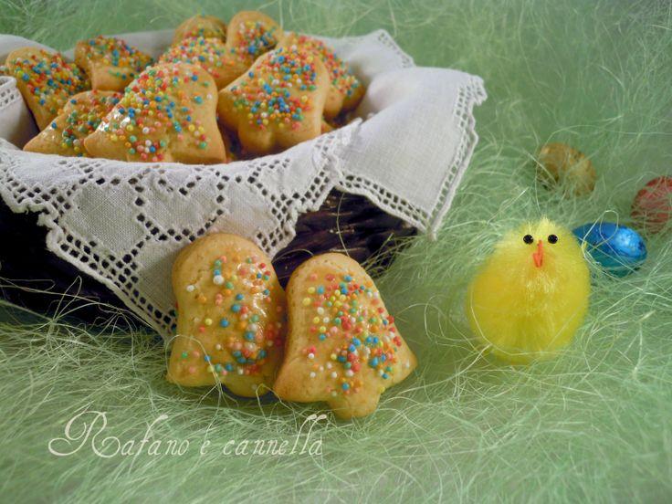 """Biscotti """"campane di Pasqua""""  http://blog.giallozafferano.it/rafanoecannella/biscotti-campane-pasqua/"""