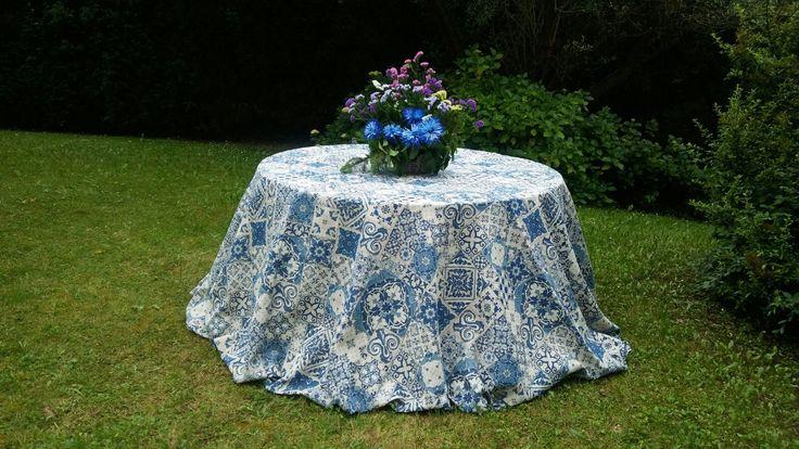 Mantel estampado azulejos azules